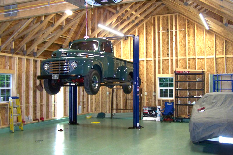 large 2 car garage with lift 0