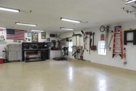 4 car garage de