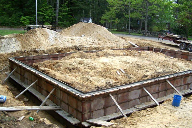 2 car garage with lift pad